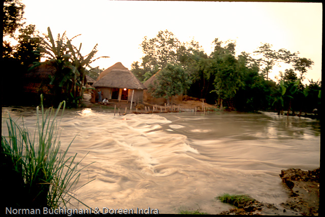 the 1998 floods in bangladesh Each year in bangladesh about 26,000 km 2 (around 18% of the country) is flooded, killing over 5,000 people and destroying more than seven million homes during severe floods the affected area may exceed 75% of the country, as was seen in 1998 this volume is 95% of the total annual inflow.