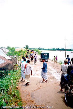 Kazipur, Bangladesh connected to the outside even during flood
